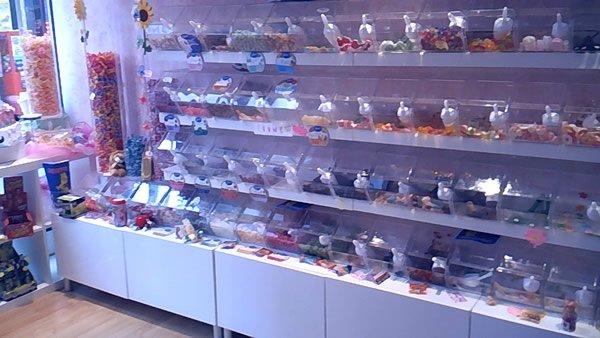 esempi-di-negozi-di-caramelle-con-caramelliere-1