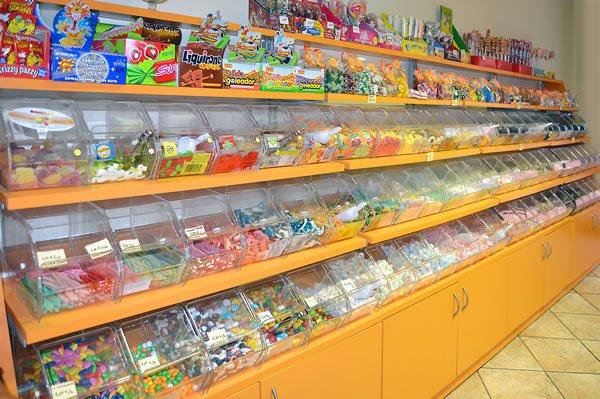 esempi-di-negozi-di-caramelle-con-caramelliere-2