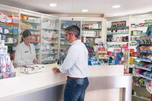 Schermi e pannelli di protezione per banconi Farmacie Banche negozi - plexiglas